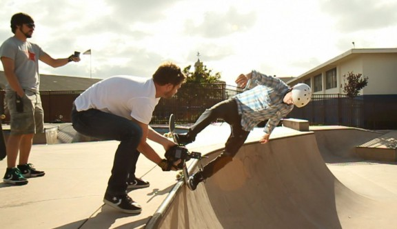 Chase Jarvis shoots skater with off-camera flash