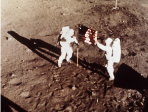 Buzz Aldrin and Neil Armstrong on the surface of the moon - captured by the 16-millimeter Maurer Data Acquisition Camera on the Lunar Module (Photo: NASA)