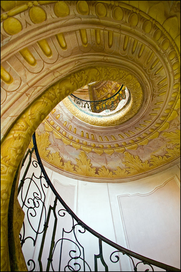 ChaseJarvis_Locations_Staircases_RichardTaylor_AmyRollo_Austria