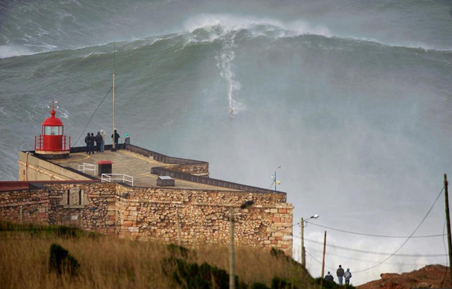 Fearless surfer conquers 100 foot wave in portugal chase jarvis