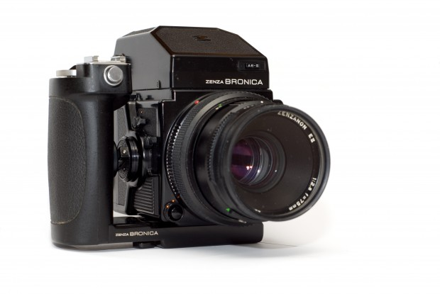 Bronica ETR-Si system. Image courtesy Wikipedia.